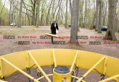 050117  Wesley Bunnell   Staff  Paul Adorno practices his putting on the Page Park Disc Golf Course on Monday afternoon.