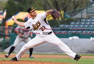 050117  Wesley Bunnell   Staff  New Britain Bees vs the Somerset Patriots on Monday evening. Eric Fornataro (23)