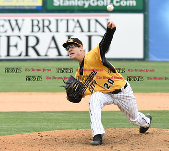 050317  Wesley Bunnell   Staff  New Britain Bees vs Somerset Patriots in a Wednesday morning game attended by areas school children. Brandon Fry (20)