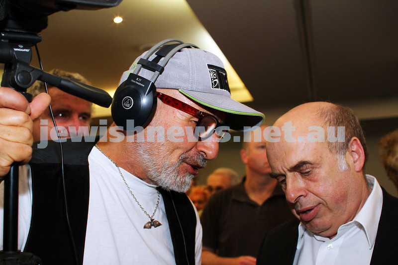 1-4-15. Henry Greener(left0 from the Shtick, chats with Natan Sharansky. Photo: Peter Haskin