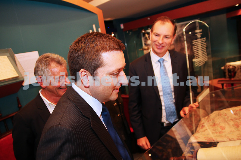 22-5-14. Jewish Museum of Australia. State Planning Minister Matthew Guy (centre)  with JMA new president Barry Fradkin (left) and Memeber for Caulfield David Southwick. photo Peter Haskin