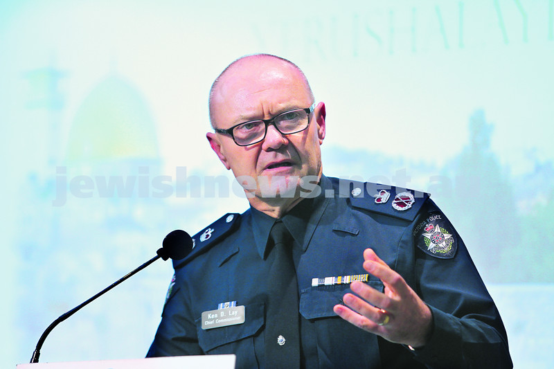 26-5-14. Yom Yerushalayim 2014. Victorian Police Commissioner Ken Lay. Guest speaker at Beth Weizmann. Photo: Peter Haskin