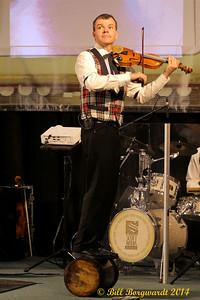 Scott Woods trick fiddling - Old Time Jubilee 2014