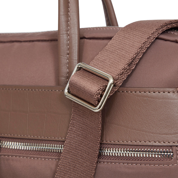 Mayfair;Hanover;Slim Briefcase;14'';119-101-FIG2;Detail 1