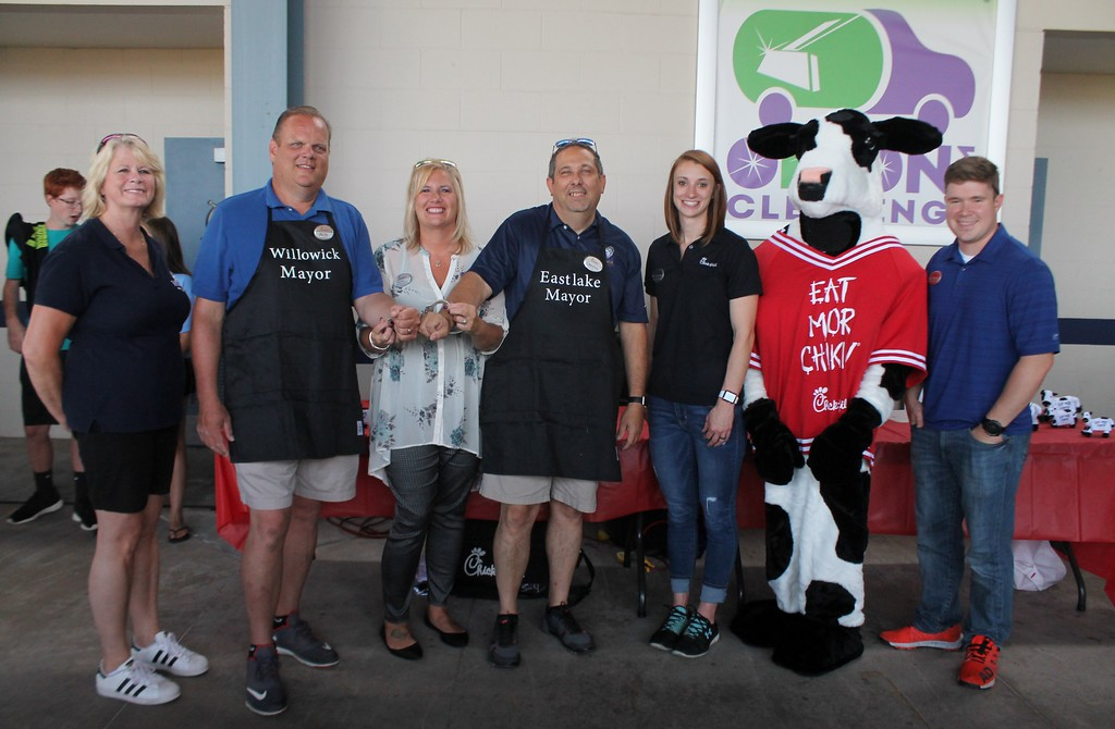 . Kristi Garabrandt - The News-Herald� <br> Miracle League of Lake County\'s Board of Director\'s President Judy Moran,  Willowick\'s Mayor Rich Regovich, Chick-fil-A, Willoughby Commons owner, Billie Federer, Eastlake\'s Mayor Dennis Morley, pose along with Chick-fil-A\'s employee and mascot the Cow after the lemon squeeze rematch.