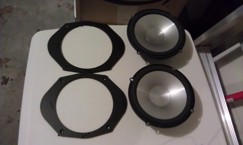 """Speaker adapters  from <a href=""""http://www.car-speaker-adapters.com/items.php?id=SAK006""""> Car-Speaker-Adapters.com</a>"""