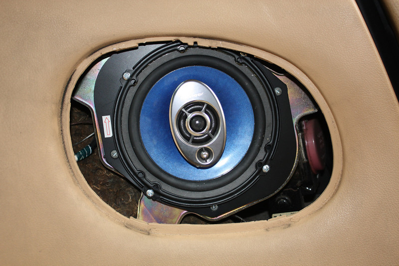 Aftermarket speaker and speaker adapter assembly mounted in vehicle.
