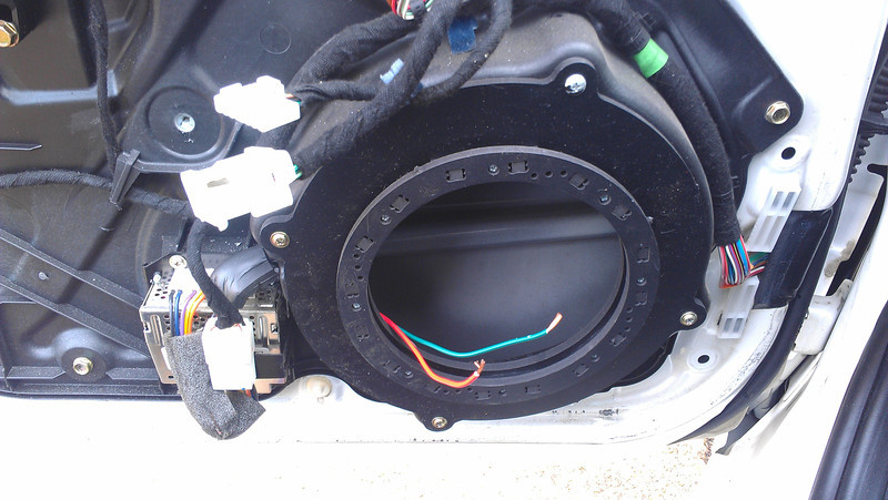 "Speaker adaptors  from  <a href=""http://www.car-speaker-adapters.com/items.php?id=SAK084""> Car-Speaker-Adapters.com</a>   installed"