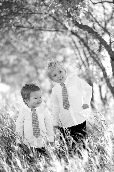 05bw Jacob+Wyatt | Nicole Marie Photography