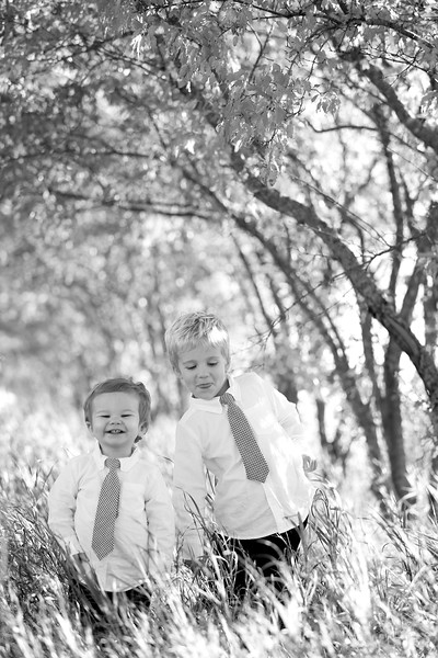 08bw Jacob+Wyatt | Nicole Marie Photography
