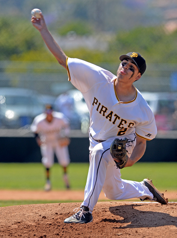 . San Pedro\'s David Barraza (2) delivers a pitch to University in a first round game of Los Angeles City Section Division 1 baseball playoffs Tuesday, May 16, 2017, San Pedro, CA. (Photo by Steve McCrank, Daily Breeze/SCNG)