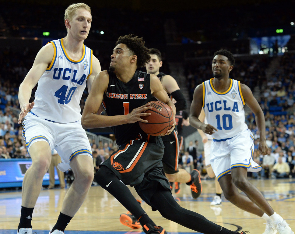 . Oregon State\'s Stephen Thompson Jr (1) tries to drive past UCLA\'s Thomas Welch (40)  in a PAC-12 men\'s basketball game at Pauley Pavilion Sunday, February 12, 2017, Westwood, CA.  UCLA won 78-60. UCLA BRUINS vs. OREGON STATE BEAVERS Photo by Steve McCrank, Daily Breeze/SCNG
