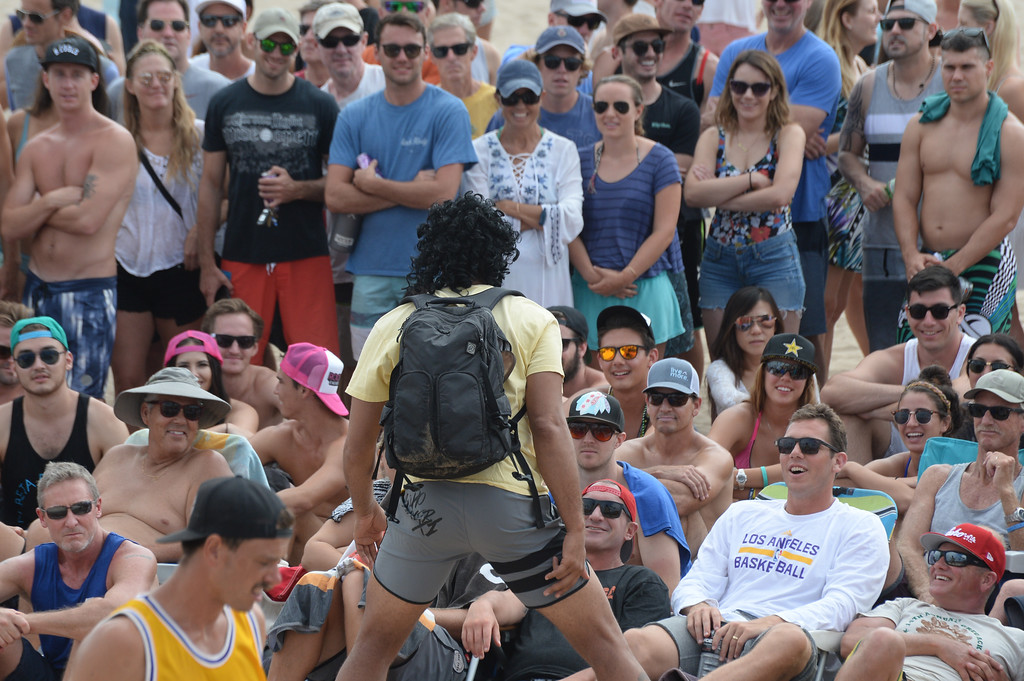 . Team Fletch rallies the crowd, including Laker coach Luke Walton, lower right, in the finals of the Charlie Saikley 6-Man Beach Volleyball tournament Saturday, August 05, 2017, Manhattan Beach, CA.  Team Fletch won the men\'s open competition and Horny Unicorny won the women\'s. (Photo by Steve McCrank, Daily Breeze/SCNG)