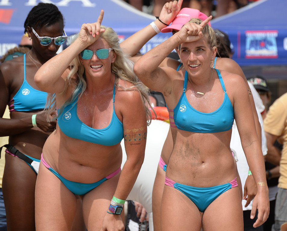. Horny Unicorny signals match point in the finals of the Charlie Saikley 6-Man Beach Volleyball tournament Saturday, August 05, 2017, Manhattan Beach, CA.  Team Fletch won the men\'s open competition and Horny Unicorny won the women\'s. (Photo by Steve McCrank, Daily Breeze/SCNG)