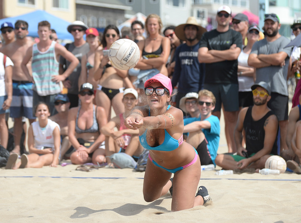 . Team Horny Unicorny makes a diving dig for the save in the finals of the Charlie Saikley 6-Man Beach Volleyball tournament Saturday, August 05, 2017, Manhattan Beach, CA.  Team Fletch won the men\'s open competition and Horny Unicorny won the women\'s. (Photo by Steve McCrank, Daily Breeze/SCNG)