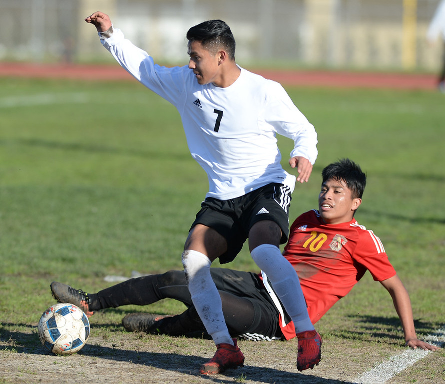 . Lawndale\'s Osvaldo Garcia (7) gets the ball past Hawthorne\'s Luis Corodado (10) in an Ocean League soccer game Wednesday, January 25, 2017, Lawndale, CA.   Photo by Steve McCrank, Daily Breeze/SCNG