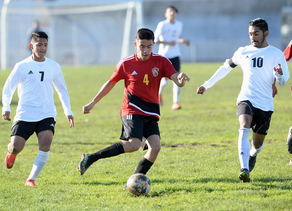 . Lawndale\'s Osvaldo Garcia (7) and Henier Guzman (10) chase after  Hawthorne\'s Cesar Perez (4) in an Ocean League soccer game Wednesday, January 25, 2017, Lawndale, CA.   Photo by Steve McCrank, Daily Breeze/SCNG