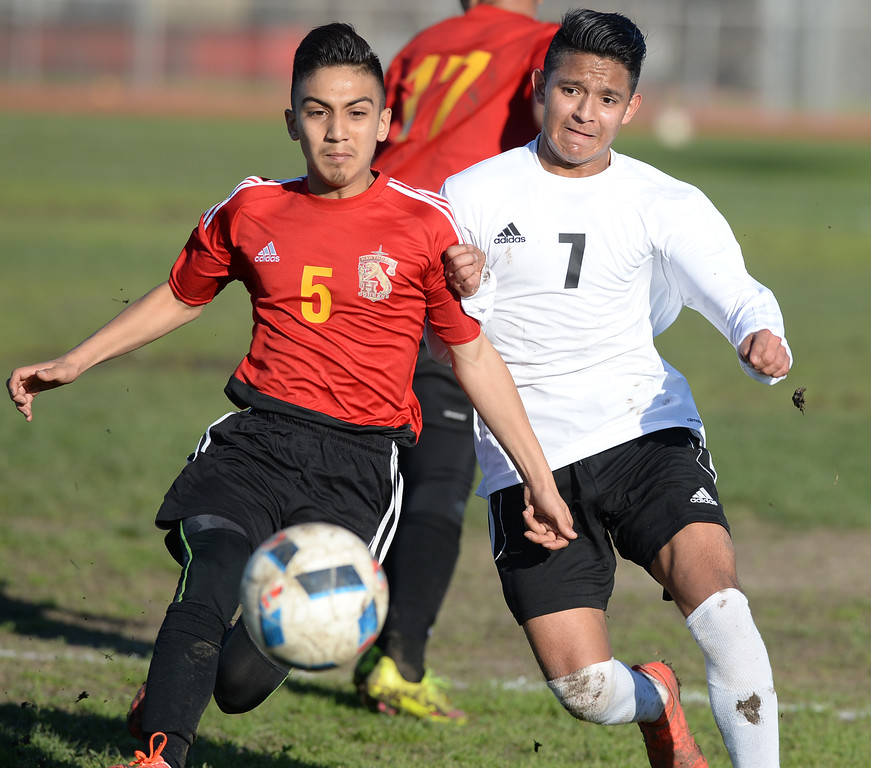 . Lawndale\'s Osvaldo Garcia (7) races for the ball against Hawthorne\'s Tommy Murrillo (5) in an Ocean League soccer game Wednesday, January 25, 2017, Lawndale, CA.   Photo by Steve McCrank, Daily Breeze/SCNG