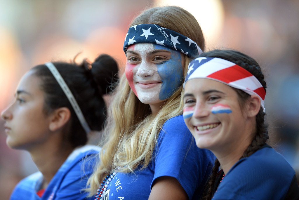 . Young USA fans smile as players are announced against Japan in the final women\'s soccer game of the Tournament of Nations at the StubHub Center Thursday, August 03, 2017, Carson, CA.  USA held a 1-0 lead at halftime. (Photo by Steve McCrank, Daily Breeze/SCNG)