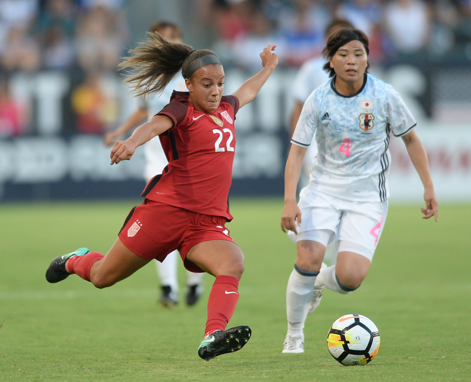 . USA\'s Mallory Pugh (22) gets the ball upfield past Japan\'s Miho Manya (4) in the final women\'s soccer game of the Tournament of Nations at the StubHub Center Thursday, August 03, 2017, Carson, CA.  USA held a 1-0 lead at halftime. (Photo by Steve McCrank, Daily Breeze/SCNG)