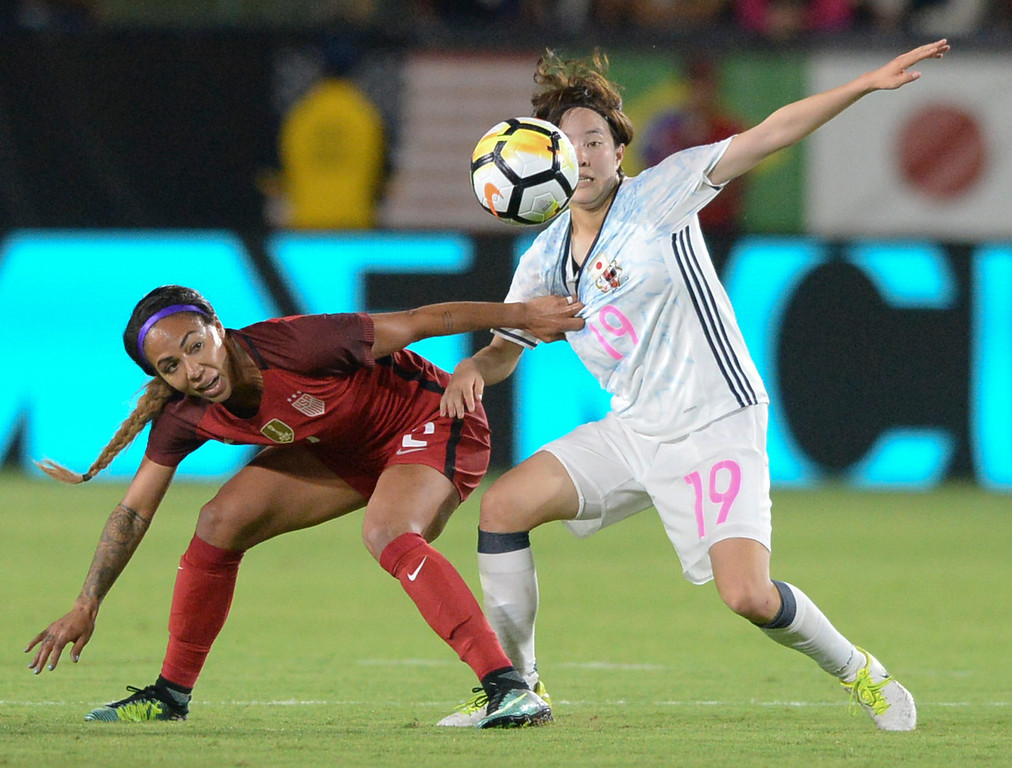 . USA\'s Sydney Leroux (2) tries to get to the ball around Japan\'s Hikaru Kitagawa (19) in the final women\'s soccer game of the Tournament of Nations at the StubHub Center Thursday, August 03, 2017, Carson, CA.  USA won 3-0, but Australia took the tournament title. (Photo by Steve McCrank, Daily Breeze/SCNG)
