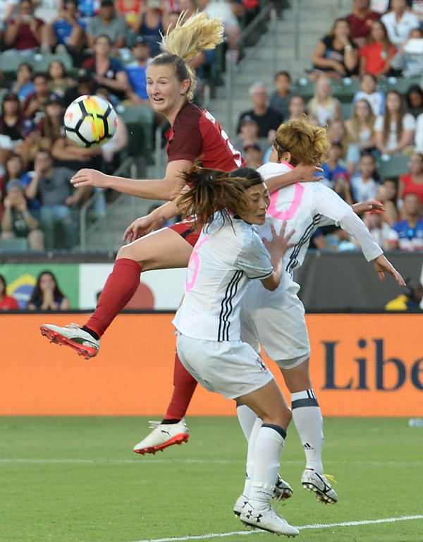 . USA\'s Samantha Mewis (3) clears the ball away from Japan in the final women\'s soccer game of the Tournament of Nations at the StubHub Center Thursday, August 03, 2017, Carson, CA.  USA held a 1-0 lead at halftime. (Photo by Steve McCrank, Daily Breeze/SCNG)