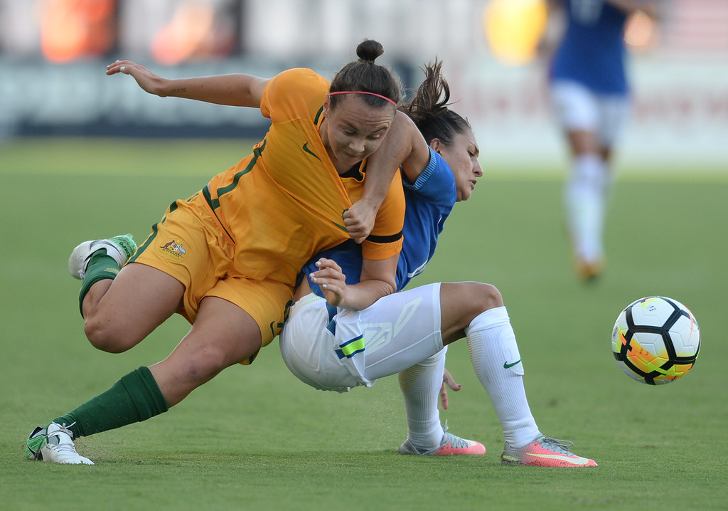 . Australia\'s Caitlin Foord (9) and Brazil\'s Leticia (15) tussle in a physical last few minutes in the final soccer game of the Tournament of Nations at the StubHub Center Thursday, August 03, 2017, Carson, CA.  Australia won 6-1 and the win gives them the tournament title. (Photo by Steve McCrank, Daily Breeze/SCNG)