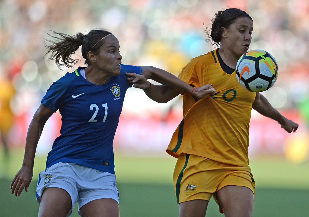 . Australia\'s Sam Kerr (20) is pulled back by the jersey from Brazil\'s Monica (21) as she heads for the goal in the final soccer game of the Tournament of Nations at the StubHub Center Thursday, August 03, 2017, Carson, CA.  Australia won 6-1 and the win gives them the tournament title. (Photo by Steve McCrank, Daily Breeze/SCNG)