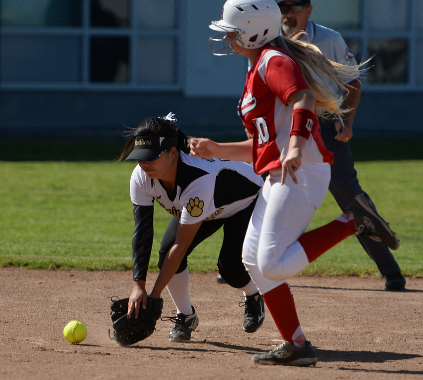 . Peninsula\'s Keilyn Yuzuki (22) tries to get a handle on a hit as Redondo\'s Dara English (10) heads for third in a Bay League softball game Wednesday, April 19, 2017, Rolling Hills Estates. (Photo by Steve McCrank, Daily Breeze/SCNG)