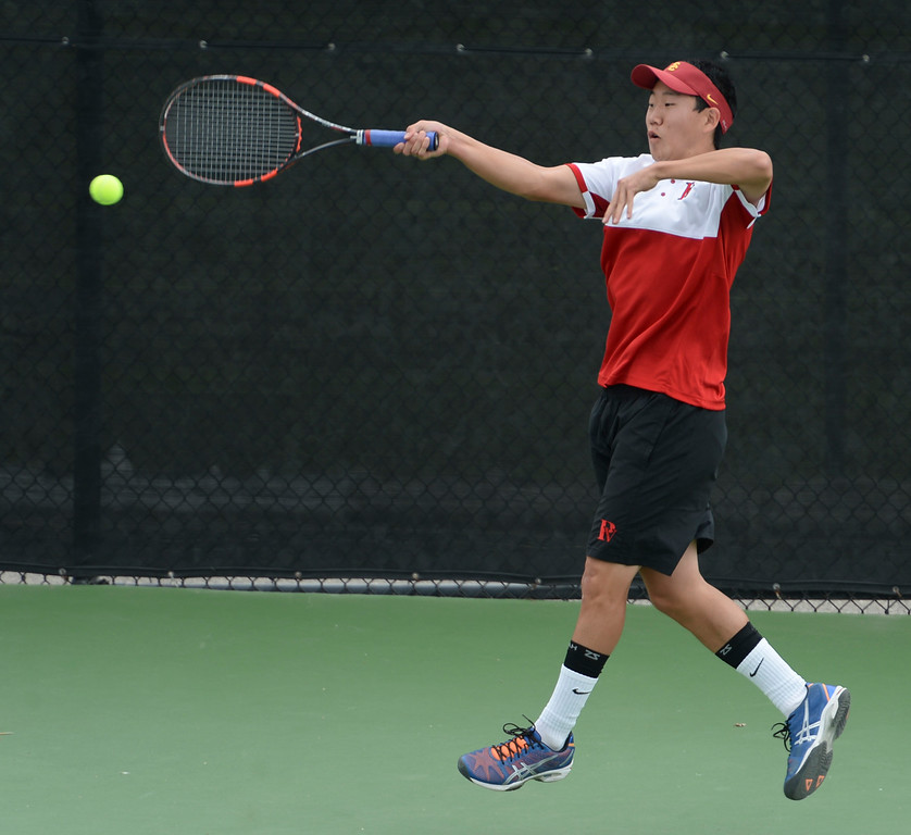 . Palos Verdes\' Riley Paik returns a hit against Mira Costa in the number 1 doubles game of a Bay League tennis match Tuesday, April 18, 2017, Palos Verdes Estates. (Photo by Steve McCrank, Daily Breeze/SCNG)