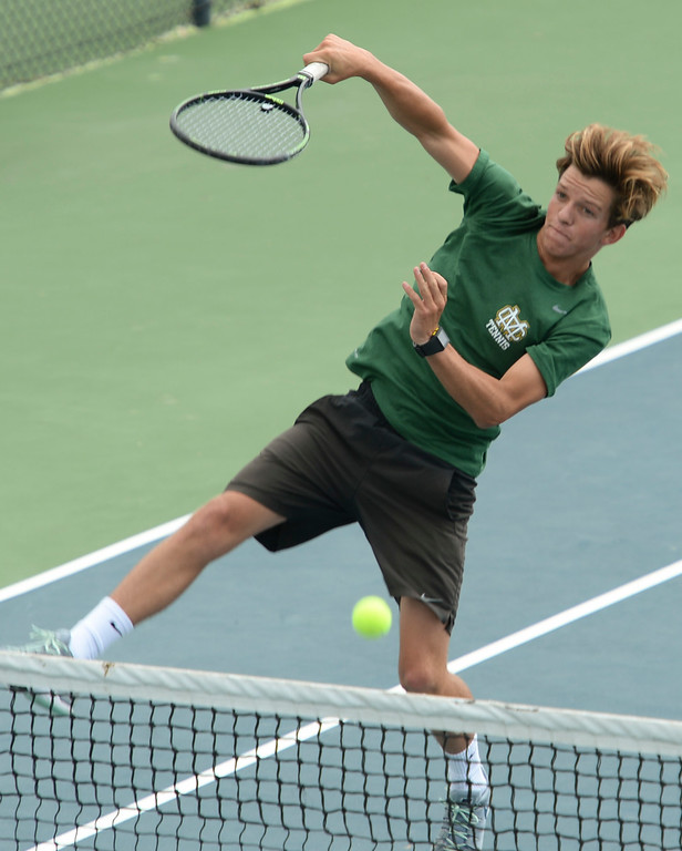 . Mira Costa\'s Alex Fry slams-down a point on Palos Verdes in the number 1 doubles of a Bay League tennis match Tuesday, April 18, 2017, Palos Verdes Estates. (Photo by Steve McCrank, Daily Breeze/SCNG)