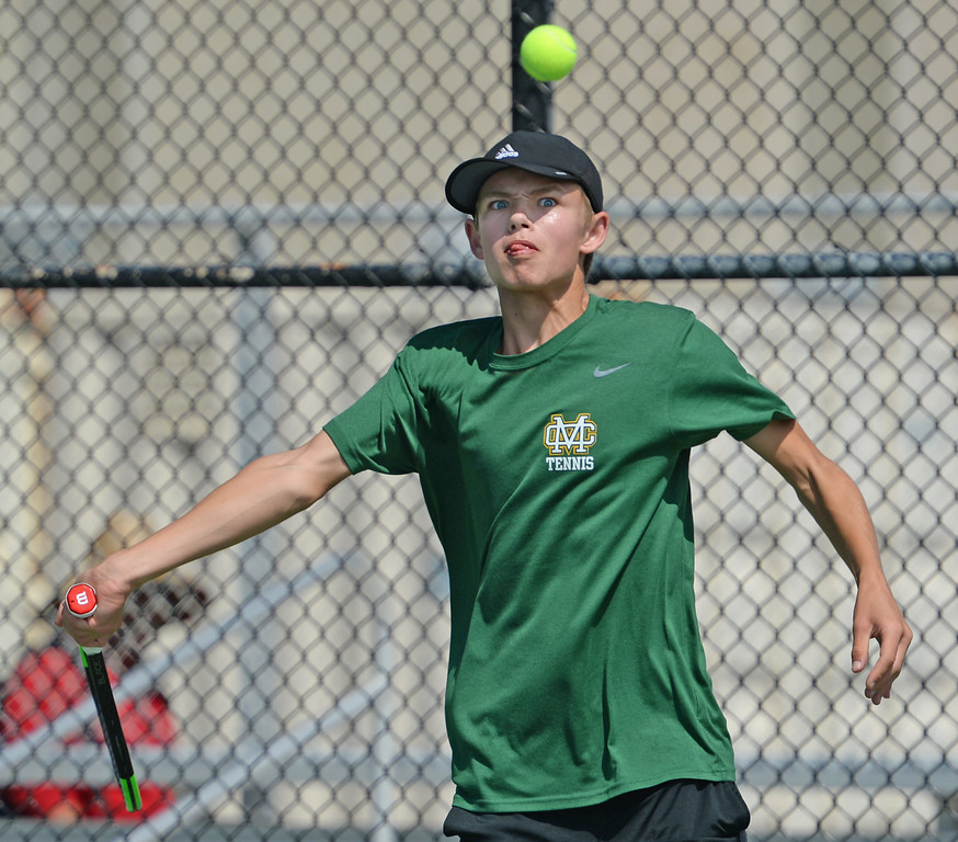 . Mira Costa\'s Evan Fortier plays at the net against Palos Verdes\' Dean Dellovade in the number 1 singles of a Bay League tennis match Tuesday, April 18, 2017, Palos Verdes Estates. (Photo by Steve McCrank, Daily Breeze/SCNG)
