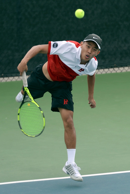 . Palos Verdes\' Eric Chung serves to Mira Costa in the number 2 singles of a Bay League tennis match Tuesday, April 18, 2017, Palos Verdes Estates. (Photo by Steve McCrank, Daily Breeze/SCNG)