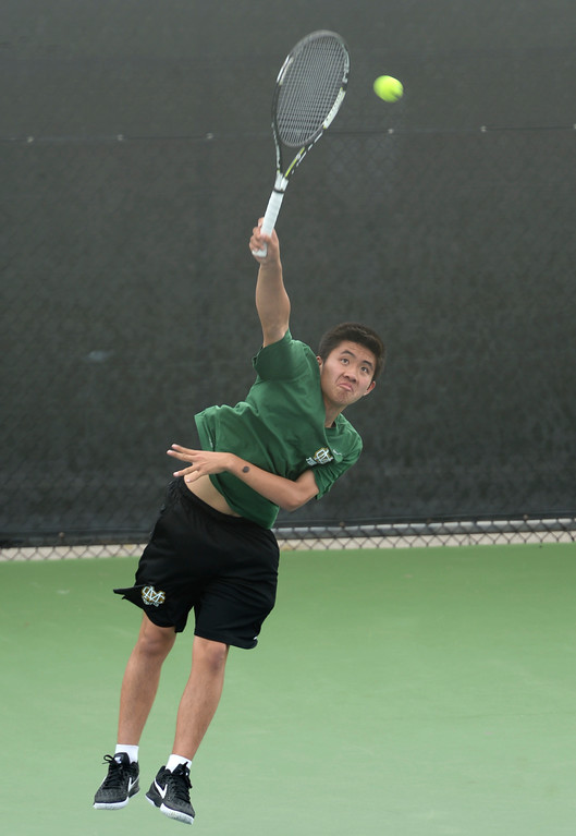 . Mira Costa\'s Matthew Poh serves to Palos Verdes\' Eric Chung in the number 2 singles game of a Bay League tennis match Tuesday, April 18, 2017, Palos Verdes Estates. (Photo by Steve McCrank, Daily Breeze/SCNG)