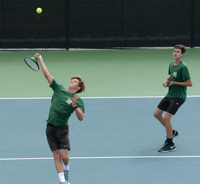 . Mira Costa\'s Alex Fry, left, and Kyle Sillman, right, slam-down a point on Palos Verdes in the number 1 doubles of a Bay League tennis match Tuesday, April 18, 2017, Palos Verdes Estates. (Photo by Steve McCrank, Daily Breeze/SCNG)