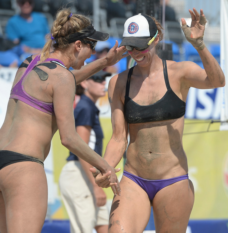 . April Ross and Lauren Fendrick celebrate a strong start in the second set in quarterfinals of the World Series of Beach Volleyball Friday, July 14, 2017, Long Beach, CA.  April Ross and Lauren Fendrick defeated Summer Ross and Brooke Sweat in two sets. (Photo by Steve McCrank, Daily Breeze/SCNG)