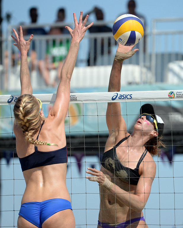 . Lauren Fendrick  tries to place a kill through Summer Ross in quarterfinals of the World Series of Beach Volleyball Friday, July 14, 2017, Long Beach, CA.  April Ross and Lauren Fendrick defeated Summer Ross and Brooke Sweat in two sets. (Photo by Steve McCrank, Daily Breeze/SCNG)
