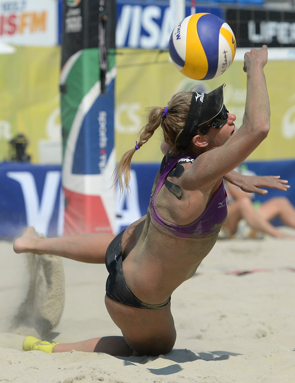 . A shot from Summer Ross gets past April Ross in quarterfinals of the World Series of Beach Volleyball Friday, July 14, 2017, Long Beach, CA.  April Ross and Lauren Fendrick defeated Summer Ross and Brooke Sweat in two sets. (Photo by Steve McCrank, Daily Breeze/SCNG)