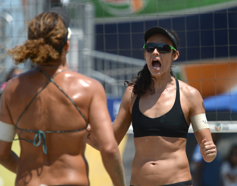 . Talita Antunes cheers her point with teammate Larissa Franca in quarterfinals of World Series of Beach Volleyball Friday, July 14, 2017, Long Beach, CA.   (Photo by Steve McCrank, Daily Breeze/SCNG)