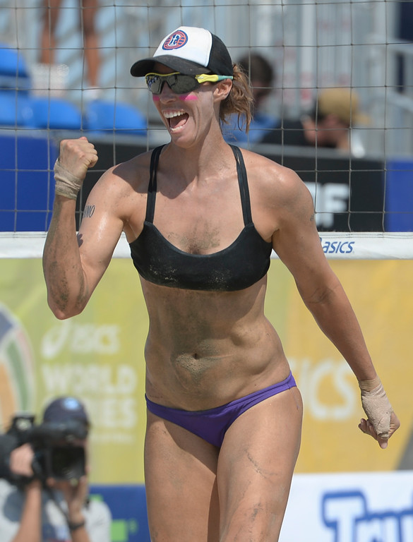. Lauren Fendrick celebrates a point in quarterfinals of the World Series of Beach Volleyball Friday, July 14, 2017, Long Beach, CA.  April Ross and Lauren Fendrick defeated Summer Ross and Brooke Sweat in two sets. (Photo by Steve McCrank, Daily Breeze/SCNG)