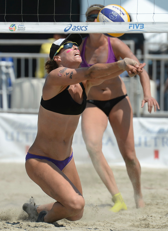 . Lauren Fendrick keeps a play alive in quarterfinals of the World Series of Beach Volleyball Friday, July 14, 2017, Long Beach, CA.  April Ross and Lauren Fendrick defeated Summer Ross and Brooke Sweat in two sets. (Photo by Steve McCrank, Daily Breeze/SCNG)