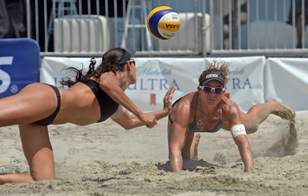 . Brazilians Talita Antunes, left, and Larissa Franca, right, avoid a collision while diving for the ball in quarterfinals of World Series of Beach Volleyball Friday, July 14, 2017, Long Beach, CA.   (Photo by Steve McCrank, Daily Breeze/SCNG)
