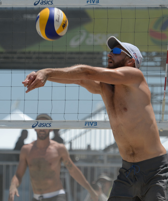 . Theo Brunner sets a play in pool play of the World Series of Beach Volleyball Friday, July 14, 2017, Long Beach, CA.  Nick Lucena and Phil Dalhausser defeated Theo Brunner and Casey Patterson in two sets. (Photo by Steve McCrank, Daily Breeze/SCNG)