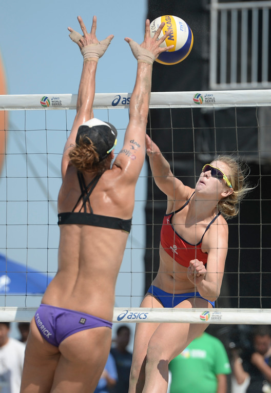 . Lauren Fendrick makes a block on a spike from Summer Ross in quarterfinals of the World Series of Beach Volleyball Friday, July 14, 2017, Long Beach, CA.  April Ross and Lauren Fendrick defeated Summer Ross and Brooke Sweat in two sets. (Photo by Steve McCrank, Daily Breeze/SCNG)