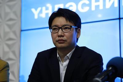 2020 оны аравдугаар сарын 7. Монгол үндэсний хүний эрх иргэдийн хяналтын хороо, Хувиараа тээвэр эрхлэгчдийн үйлдвэрчний эвлэлийн нэгдсэн хорооноос цаг үеийн асуудлаар мэдээлэл хийлээ. ГЭРЭЛ ЗУРГИЙГ Д.ЗАНДАНБАТ/MPA