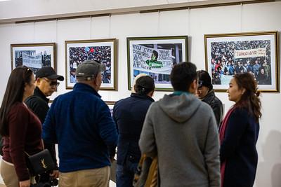 2020 оны аравдугаар сарын 2. Ардчилсан хувьсгалын мэдээллийг Ройтерс агентлагаар дамжуулан дэлхий нийтэд мэдээлж байсан сэтгүүлч Иръяа Халашийн гэрэл зургийн үзэсгэлэнгийн нээлт боллоо. ГЭРЭЛ ЗУРГИЙГ Б.БЯМБА-ОЧИР/MPA