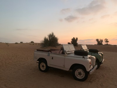 Talking a tour of the desert of Dubai