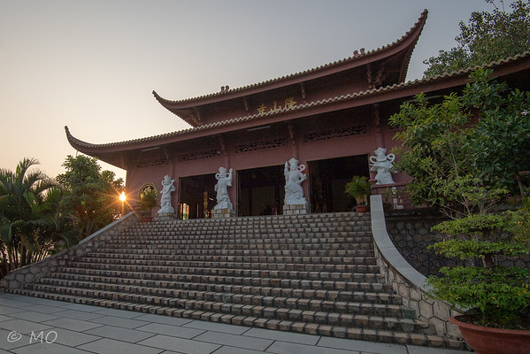 Vietnam : temple on Sam mount
