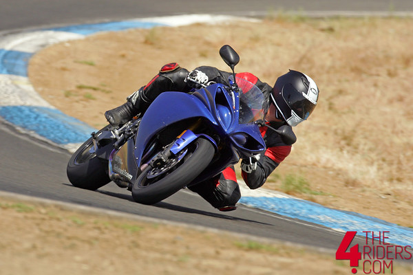 joe riding dave moss r1 at thunderhill raceway in willows, ca