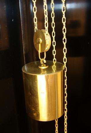 Weight that runs the clock - weighs 725 grams